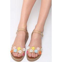 Beżowe Sandały Fetch Flower. Brązowe sandały damskie marki NEWFEEL, z gumy. Za 79,99 zł.