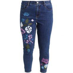 Rurki damskie: Glamorous Curve FLORAL PAINTED Jeansy Slim Fit mid blue