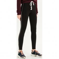Dżersejowe legginsy z paskami - Czarny. Czarne legginsy we wzory marki Sinsay, l, z dżerseju. Za 39,99 zł.