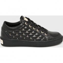 Guess Jeans - Buty Glinna. Czarne buty sportowe damskie Guess Jeans, z aplikacjami, z gumy. Za 579,90 zł.