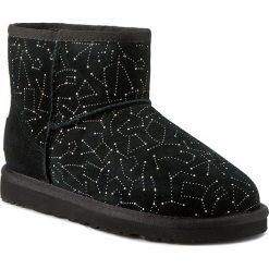 Buty UGG - W Classic Mini Constellation 1010244 Blk. Szare buty zimowe damskie marki Ugg, z materiału, z okrągłym noskiem. Za 963,00 zł.