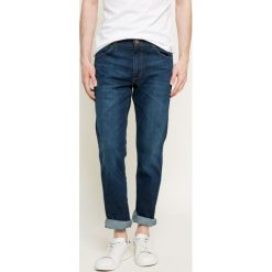 Wrangler - Jeansy Greensboro. Niebieskie jeansy męskie regular marki Wrangler. Za 339,90 zł.