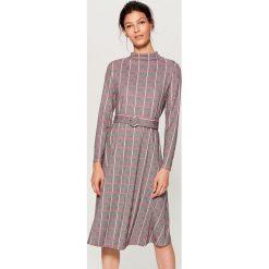 Sukienka midi w kratę - Szary. Czerwone sukienki marki Mohito, z bawełny. Za 129,99 zł.