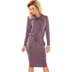Beżowa Sukienka z Wiązaniem przy Dekolcie. Czarne sukienki na komunię marki bonprix, do pracy, w paski, biznesowe, moda ciążowa. Za 149,90 zł.