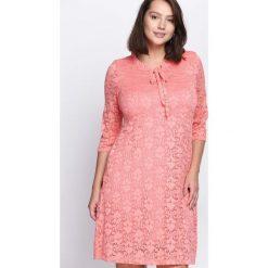 Łososiowa Sukienka Perfect Illusion. Czerwone sukienki hiszpanki Born2be, na jesień, l, midi, oversize. Za 54,99 zł.