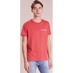 Rag & bone NICE DAY Tshirt z nadrukiem washed red. Czerwone t-shirty męskie z nadrukiem rag & bone, m, z bawełny. Za 459,00 zł.