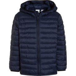 GAP PUFFER Kurtka zimowa elysian blue. Niebieskie kurtki chłopięce przeciwdeszczowe GAP, na zimę, z materiału. W wyprzedaży za 167,20 zł.