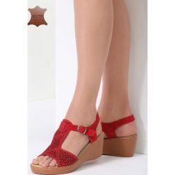 Czerwone Skórzane Sandały Chasing Cars. Czerwone sandały damskie marki vices, z materiału, na koturnie. Za 99,99 zł.