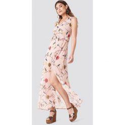 Trendyol Wzorzysta sukienka z rozcięciem - Pink. Szare sukienki z falbanami marki Trendyol, na co dzień, z elastanu, casualowe, midi, dopasowane. W wyprzedaży za 90,98 zł.