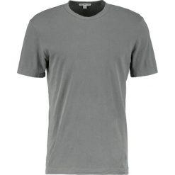 James Perse CREW LIGHTWEIGHT Tshirt basic shale. Zielone koszulki polo James Perse, m, z bawełny. W wyprzedaży za 265,30 zł.