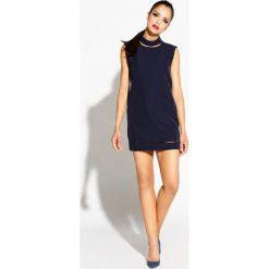 Granatowa Sukienka Mini z Wycięciami. Niebieskie sukienki hiszpanki Molly.pl, na randkę, l, z poliesteru, wizytowe, z dekoltem na plecach, bez rękawów, mini, proste. Za 209,90 zł.