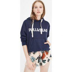 Bluza z kapturem i logo. Zielone bluzy z kapturem damskie Pull&Bear. Za 89,90 zł.