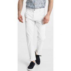 Chinosy męskie: DOCKERS BIC Spodnie materiałowe white