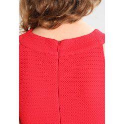 Armani Exchange Sukienka letnia lollipop. Czarne sukienki letnie marki Armani Exchange, l, z materiału, z kapturem. W wyprzedaży za 426,75 zł.