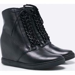 Gino Rossi - Botki. Czarne buty zimowe damskie marki Gino Rossi, z materiału, z okrągłym noskiem, na koturnie, na sznurówki. W wyprzedaży za 309,90 zł.