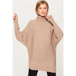 Długi sweter z golfem - Beżowy. Szare golfy damskie marki Top Secret, z dzianiny. Za 129,99 zł.