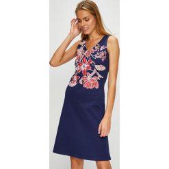 U.S. Polo - Sukienka. Różowe sukienki dzianinowe marki U.S. Polo, na co dzień, l, z nadrukiem, casualowe, polo, mini, proste. W wyprzedaży za 379,90 zł.