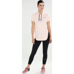 Elle Sport Tshirt z nadrukiem proseco. Czerwone t-shirty damskie Elle Sport, xs, z nadrukiem, z elastanu. W wyprzedaży za 161,85 zł.