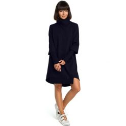 Granatowa Dresowa Asymetryczna Sukienka z Golfem. Niebieskie długie sukienki marki Molly.pl, na co dzień, l, z dresówki, casualowe, z asymetrycznym kołnierzem, z długim rękawem, asymetryczne. Za 154,90 zł.