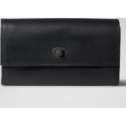 """Skórzany portfel """"W36 RFID"""" w kolorze czarnym - 22 x 10 x 4 cm. Czarne portfele damskie marki Pakamera, ze skóry. W wyprzedaży za 204,95 zł."""