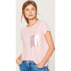 Koszulka z brokatową kieszonką - Różowy. Czerwone t-shirty damskie Mohito, l. Za 59,99 zł.