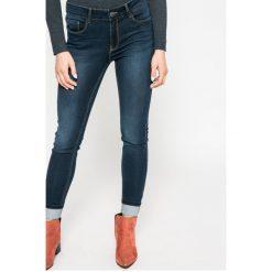Vero Moda - Jeansy Seven. Niebieskie jeansy damskie rurki marki Vero Moda, z bawełny. W wyprzedaży za 89,90 zł.