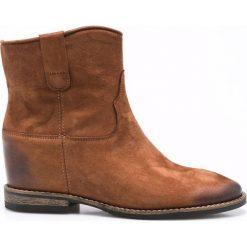 Carinii - Botki. Brązowe buty zimowe damskie Carinii, z materiału, z okrągłym noskiem, na koturnie. W wyprzedaży za 219,90 zł.