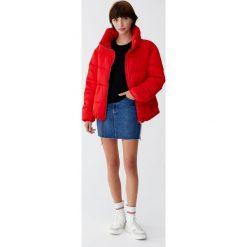 Elastyczna spódnica jeansowa. Niebieskie spódniczki jeansowe Pull&Bear. Za 89,90 zł.