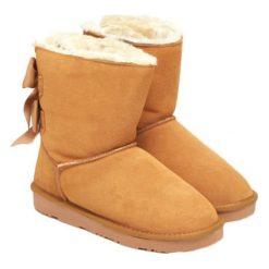 Skórzane botki w kolorze jasnobrązowym. Brązowe buty zimowe damskie Carla Samuel, na zimę. W wyprzedaży za 279,95 zł.
