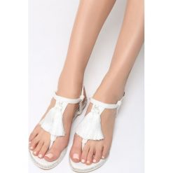 Białe Sandały My Romance. Białe sandały damskie marki Born2be, z materiału, na obcasie. Za 59,99 zł.