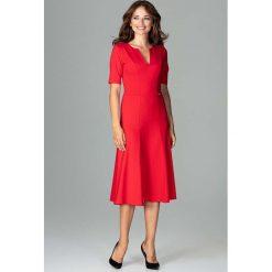 Czerwona Koktajlowa Sukienka Midi z Wycięciem V przy Dekolcie. Czerwone sukienki balowe Molly.pl, na imprezę, l, dekolt w kształcie v, midi, rozkloszowane. Za 159,90 zł.