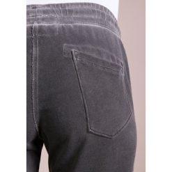 True Religion PANT METAL HORSHOE Spodnie treningowe black. Czarne spodnie dresowe damskie True Religion, xl, z bawełny. W wyprzedaży za 439,20 zł.