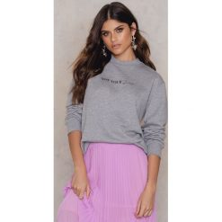 Bluzy damskie: Statement By NA-KD Influencers Bluza Linn Ahlborg - Grey