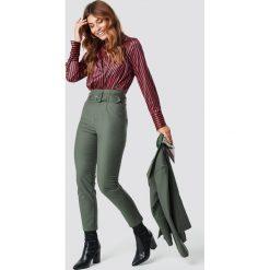 Spodnie damskie: NA-KD Classic Spodnie z wysokim stanem i paskiem - Green