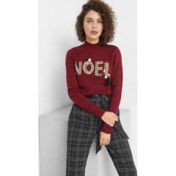 Sweter z błyszczącym napisem. Czarne swetry klasyczne damskie marki Orsay, xs, z bawełny, z dekoltem na plecach. Za 119,99 zł.