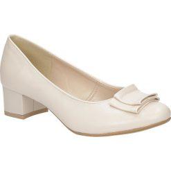 Czółenka na słupku Casu 1755. Szare buty ślubne damskie marki Kazar, ze skóry, na wysokim obcasie, na obcasie. Za 69,99 zł.