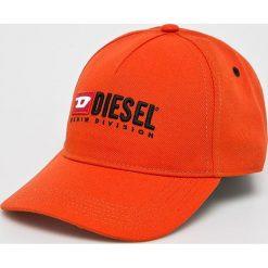 Diesel - Czapka. Czerwone czapki z daszkiem damskie Diesel, z poliesteru. W wyprzedaży za 229,90 zł.