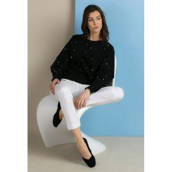 Bluzy damskie: Bluza zdobiona perłowymi koralikami