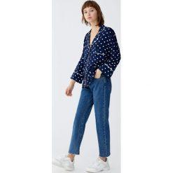 Proste jeansy. Niebieskie proste jeansy damskie marki Pull&Bear. Za 109,00 zł.