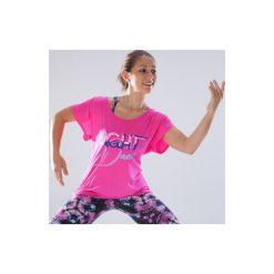 Koszulka do tańca krótki rękaw damska. Czerwone bluzki sportowe damskie DOMYOS, z elastanu, z dekoltem na plecach, z krótkim rękawem. Za 49,99 zł.