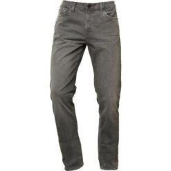 Jeansy męskie regular: J Brand TYLER PERFECT Jeansy Slim Fit trahsed petri