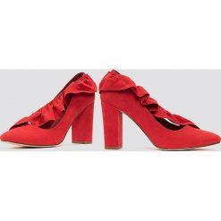Buty ślubne damskie: NA-KD Shoes Czółenka na średnim obcasie z falbanką - Red