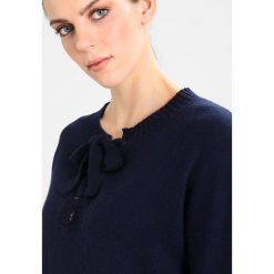 Swetry klasyczne damskie: Karen by Simonsen SHADOW Sweter black iris