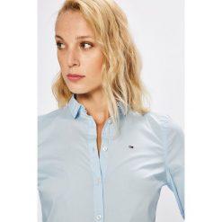Tommy Jeans - Koszula. Szare koszule jeansowe damskie marki Tommy Jeans, l, casualowe, z klasycznym kołnierzykiem, z długim rękawem. Za 269,90 zł.