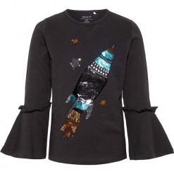 """Koszulka """"Rakel"""" w kolorze czarnym. Czarne bluzki dziewczęce bawełniane Name it Mini & Kids, z okrągłym kołnierzem, z długim rękawem. W wyprzedaży za 42,95 zł."""