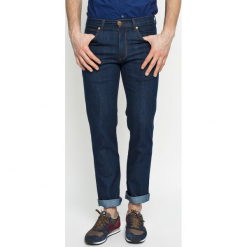 Wrangler - Jeansy GREENSBORO OCEAN. Niebieskie jeansy męskie z dziurami Wrangler. Za 299,90 zł.