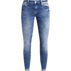 Mavi LEXY Jeans Skinny Fit mid indigo. Niebieskie boyfriendy damskie Mavi. W wyprzedaży za 242,10 zł.