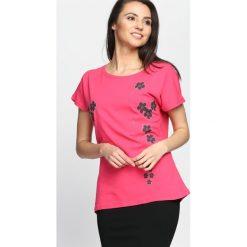 Fuksjowy T-shirt Getting Over. Różowe bluzki damskie marki Born2be, l. Za 29,99 zł.