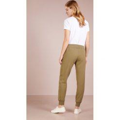 Bryczesy damskie: Polo Ralph Lauren MAGIC  Spodnie treningowe basic olive