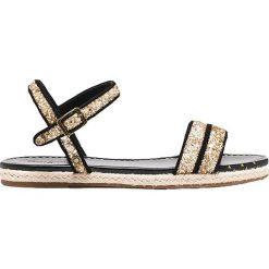 Sandały w kolorze czarno-złotym. Czarne sandały męskie Pepe Jeans, w paski, na płaskiej podeszwie. W wyprzedaży za 99,95 zł.